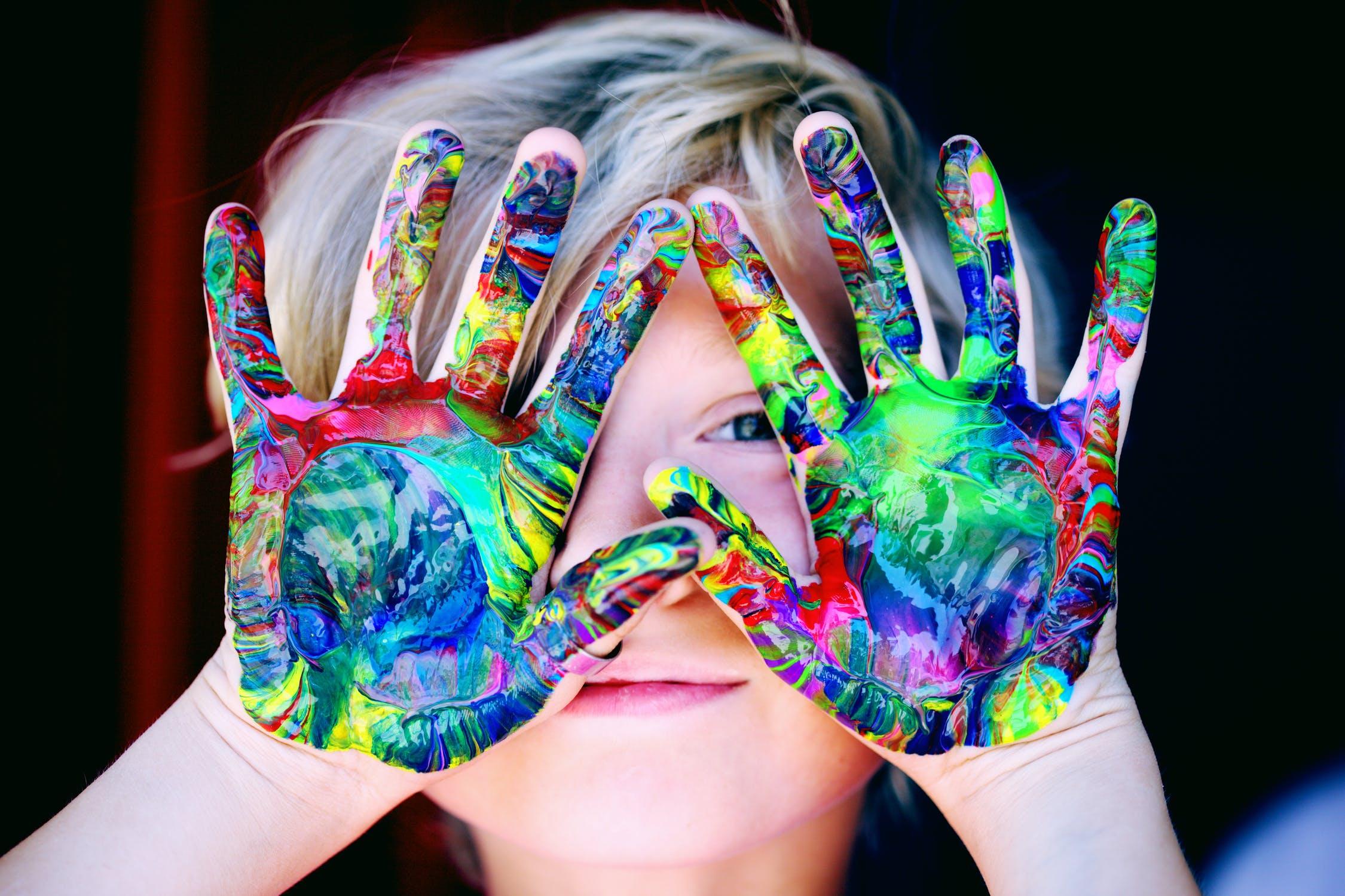 Cum își descoperă copiii pasiunile și talentele prin joc