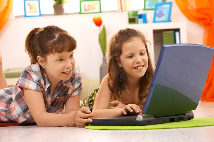 Copilăria în mediul online
